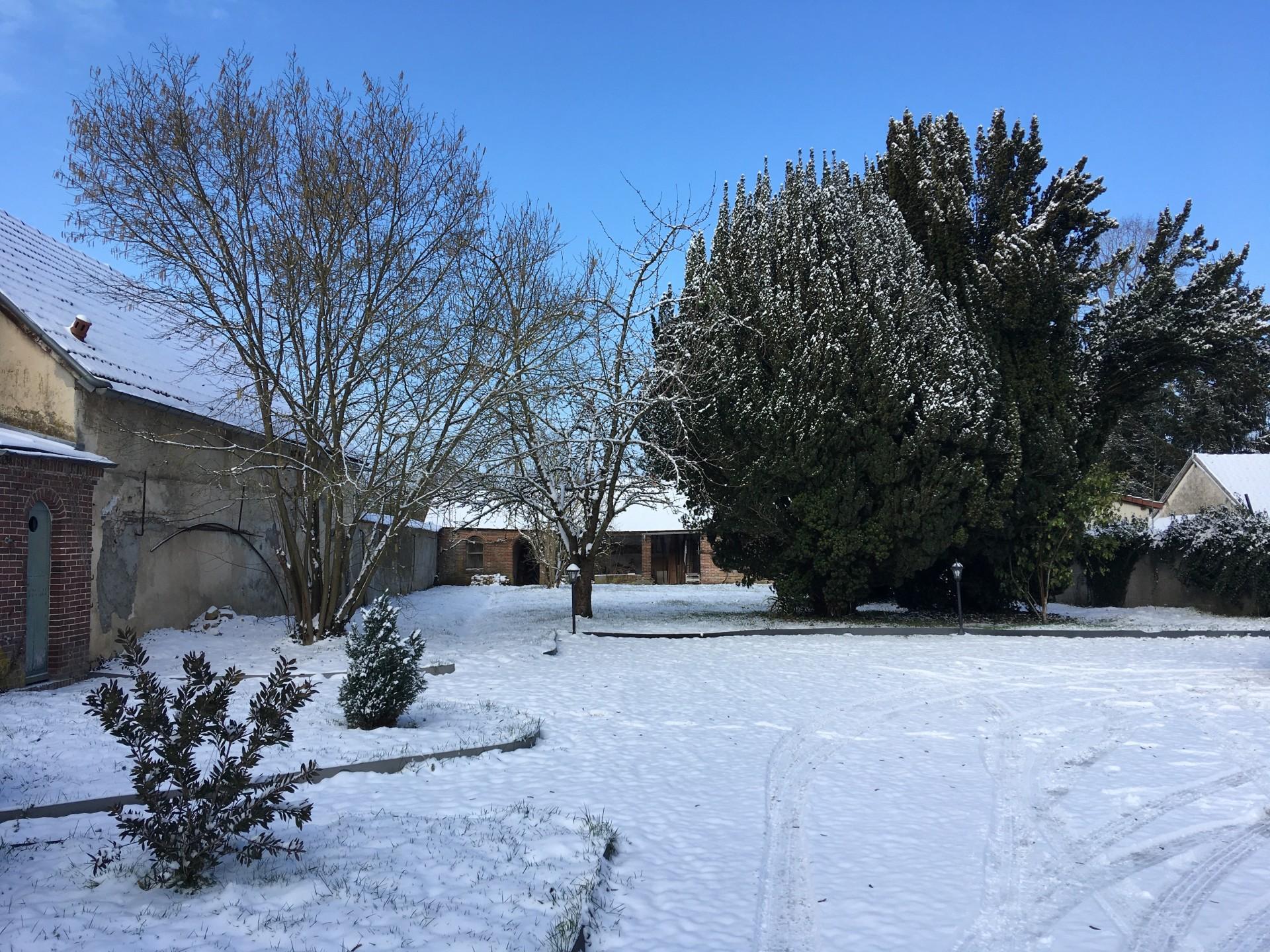 Le jardin de Sweet Gites sous la neige